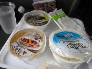 обед в поезде в Таиланде