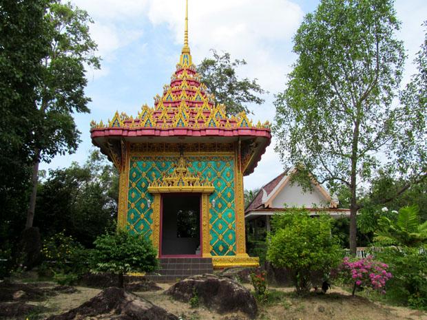 Wat-Phu-Khao-Noi2