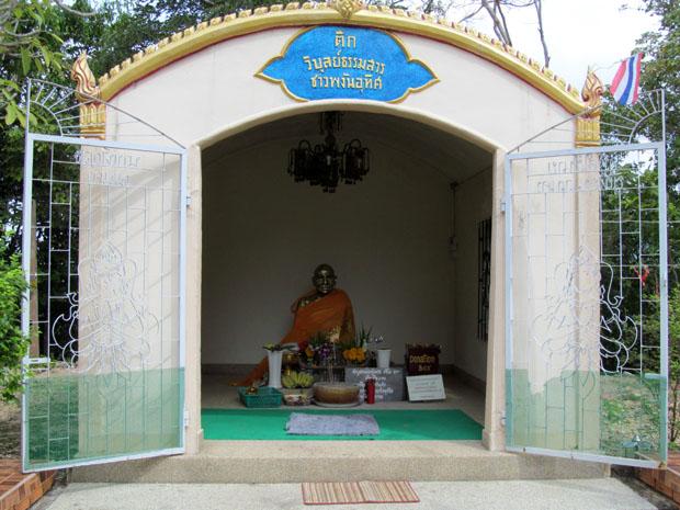 Wat-Phu-Khao-Noi3
