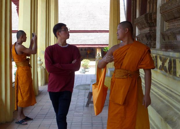 монахи Лаоса