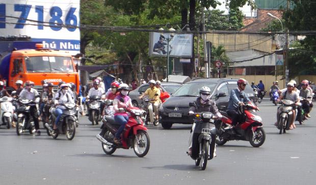 транспорт на дороге Сайгона