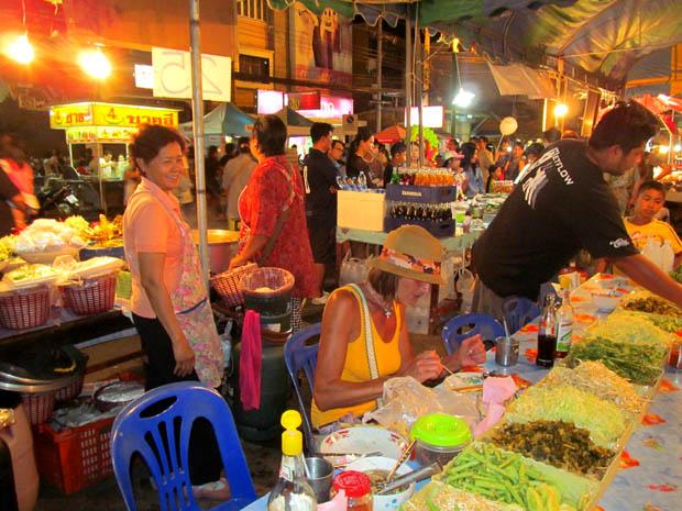 тайский ужин в Петчабури
