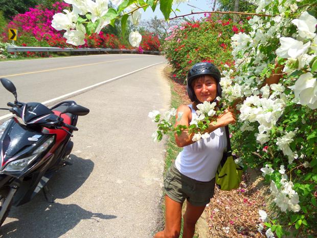 Рита среди цветов