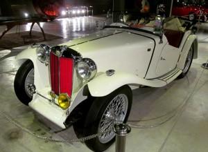 старинный автомобиль