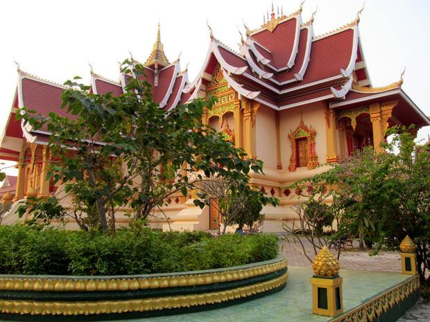 Великая ступа в Лаосе