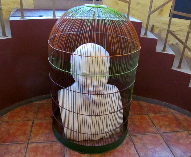 Ленин в клетке