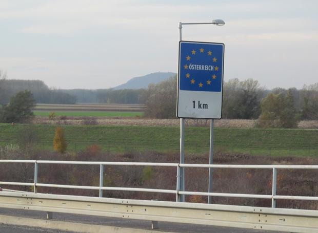 знак расстояния до Австрии