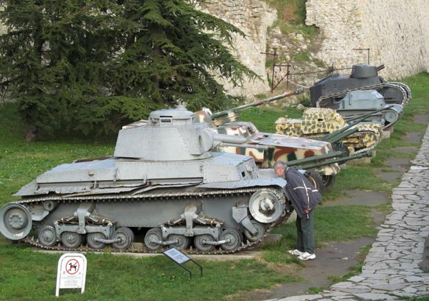 военная техника в Белграде