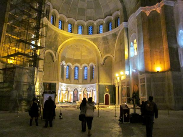 внутри храма Святого Саввы