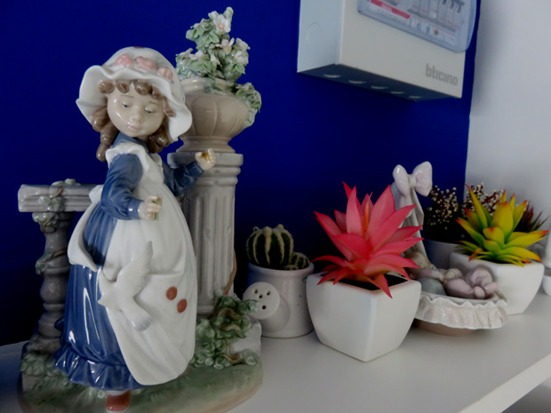 Цветы и фигурки работы неизвестного мастера.
