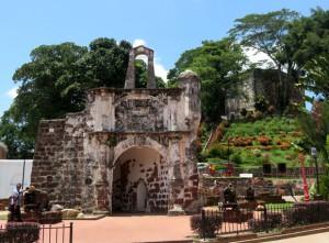 ворота Порта-де-Сантьяго
