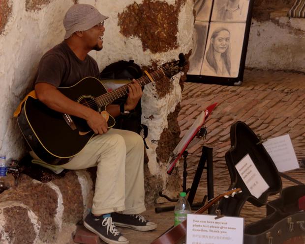 музыкант в арке