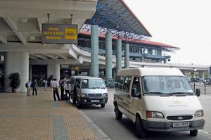 микроавтобус в аэропорту Ханоя