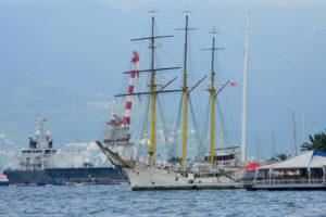 парусный корабль в Черногории