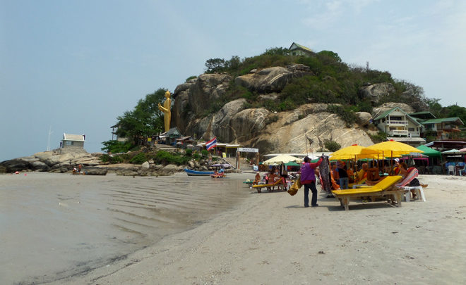 южная часть пляжа в Хуа Хине