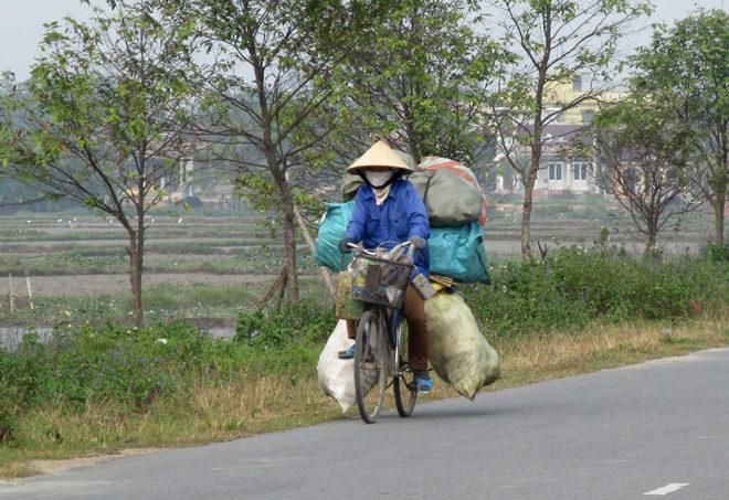 вьетнамка на велосипеде