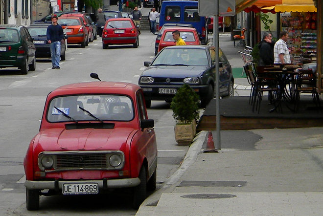 старый автомобиль в Черногории