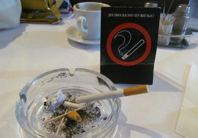 табличка, разрешающая курить