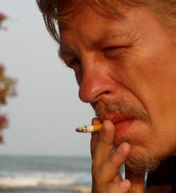 я с сигаретой в Таиланде